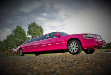 pink limo hire leicester